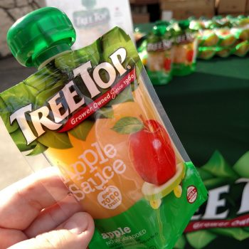 Squeeze The Day With Tree Top Applesauce At The Dallas Zoo / #AD