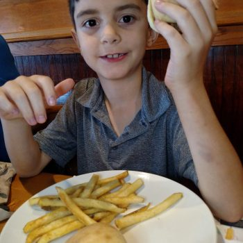 Kids Eat Free At Applebee's During The Month Of June | #AppleTexasRestaurants